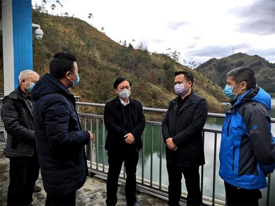 杨显龙深入饮用水源点督导调研卫生安全监测监管工作